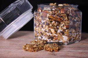 Granola met chocola, noten en kokos