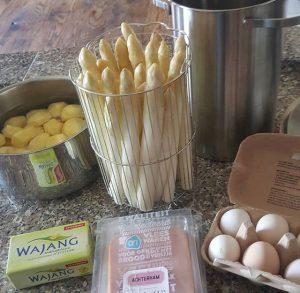 Asperges met ham, ei en aardappeltjes