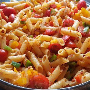 Kleurrijke pastasalade