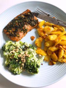 Zalm met honing/tijm dressing, gebakken aardappeltjes en broccoli