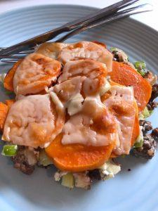 Ovenschotel met zoete aardappel, prei en gehakt