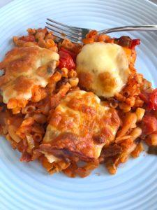 Macaronischotel uit de oven met mozzarella