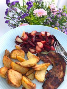 Aardappeltjes uit de oven, bietjes met wilde perzik en speklap