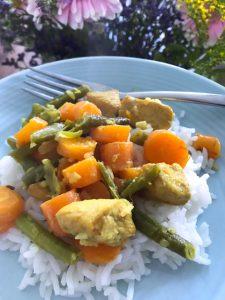 Rijst met kip, worteltjes en sperziebonen