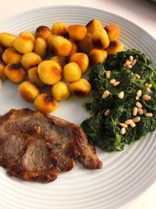 Aardappelbolletjes met spinazie en procureurlapje