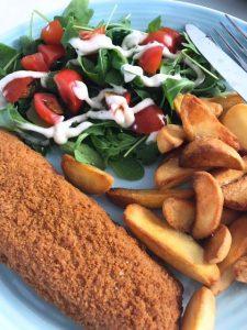 Gebakken aardappeltjes met rucola en lekkerbekje
