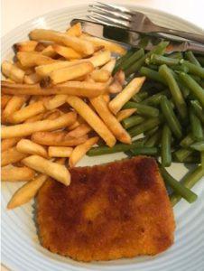 Schnitzel met friet en sperziebonen