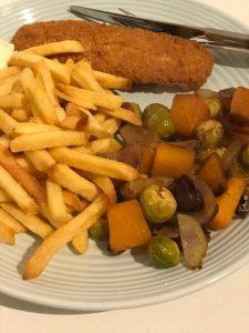Verse friet met herfstachtige groente uit de oven en lekkerbekje
