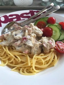 Spaghetti met knoflookkip en roomkaas
